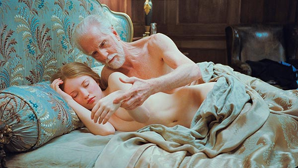 Emily Browning desnuda en Sleeping Beauty Sleeping Beauty