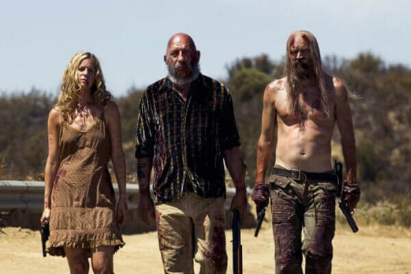 Sheri-Moon-Zombie-Sid-Haig-and-Bill-Moseley-en-Los-Renegados-del-diablo-The-Devils-Rejects los renegados del diablo Rob Zombie (II) Sheri Moon Zombie Sid Haig and Bill Moseley en Los Renegados del diablo The Devils Rejects